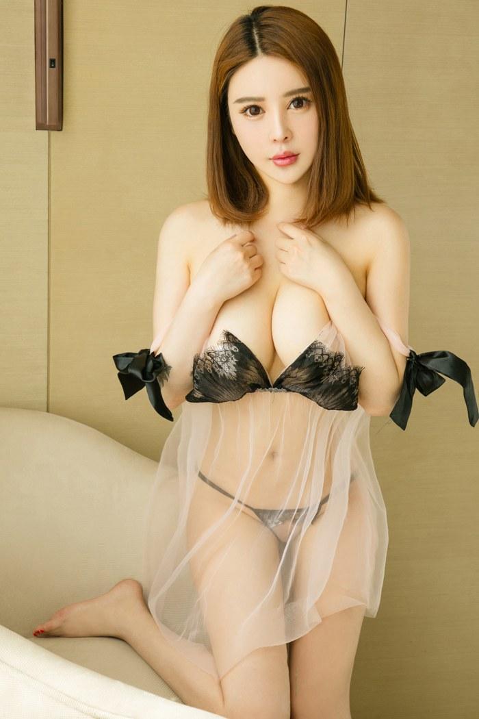 大奶女王李唯一酥胸翘臀白嫩养眼