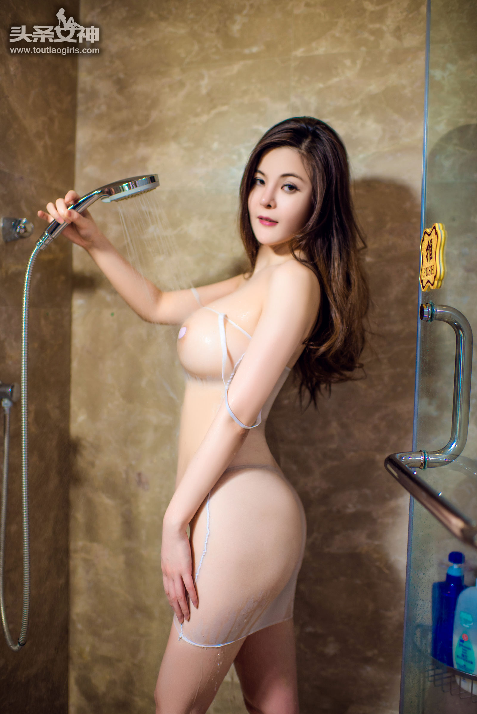 人体模特童安琪浴室湿身透视装凸点喷血照